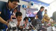 机器人担任讲解员 372项互动体验玩转科学嘉年华