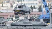 驻日美军登陆舰吊装神秘隐身艇曝光