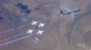 美空军F16亮相航展 与苏57涂装超像