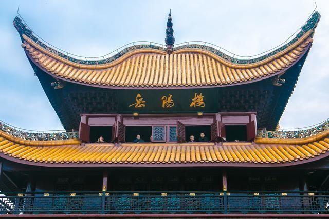 四柱,飞檐,盔顶,纯木结构,这就是岳阳楼的建筑特色.