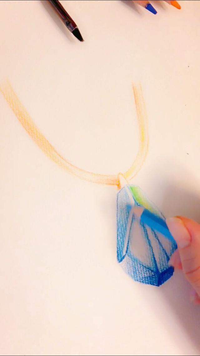 彩铅手绘-不具备大师的功力也可以画出简单透亮的蓝宝石项链