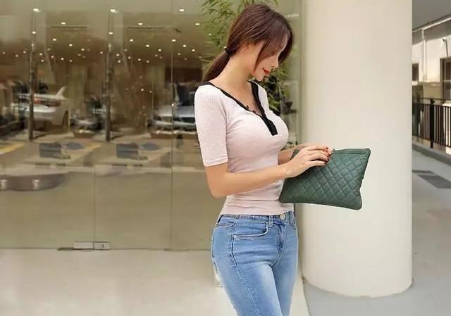 军团细腰的牛仔裤美女,夸张的腰臀比例引人注美女94超级杨柳章王兵图片