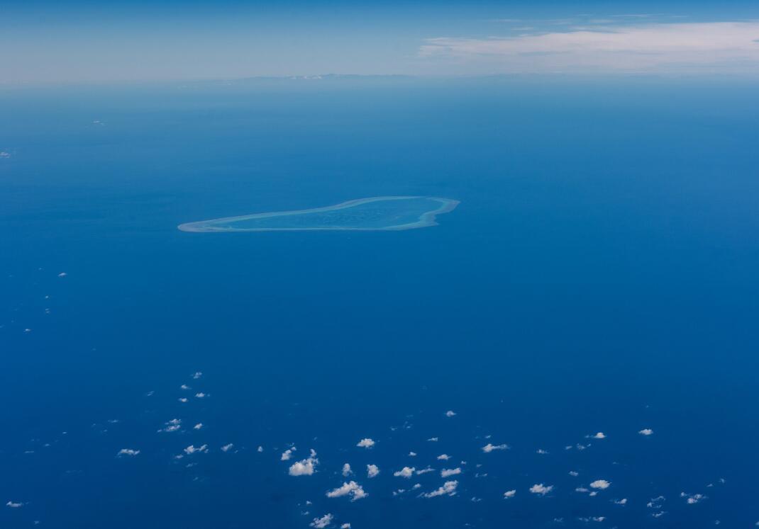 游客万米高空拍黄岩岛:美如画