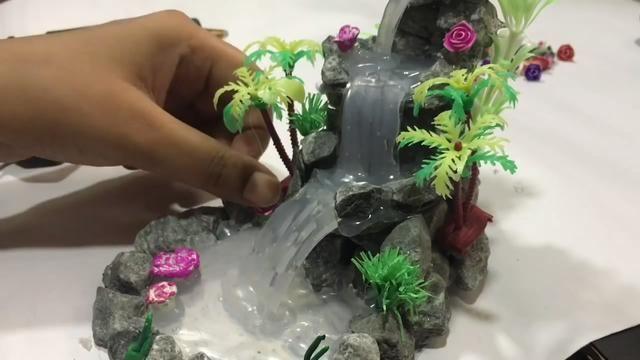 今天为大家分享利用石头制作迷你瀑布模型的教学,diy手工制作给我们的