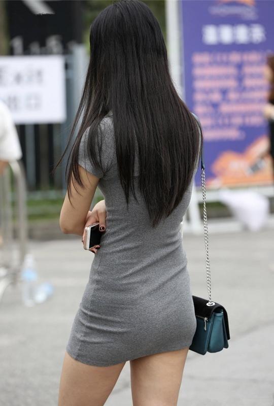 亚洲丰满少妇论坛_街拍:路遇身穿灰色包臀裙的绝美少妇, 极品丰满身材