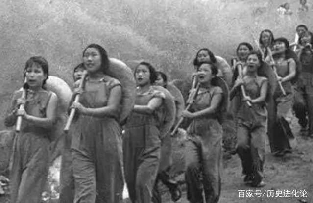 日本鬼子老照片:洗澡的女生还有闲情打仗?小姑基本知识鬼子图片