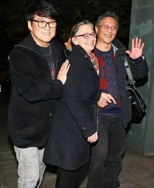 帅哥美女都容易老?外国和周华健的美女看起来小游戏刘烨老婆摸图片