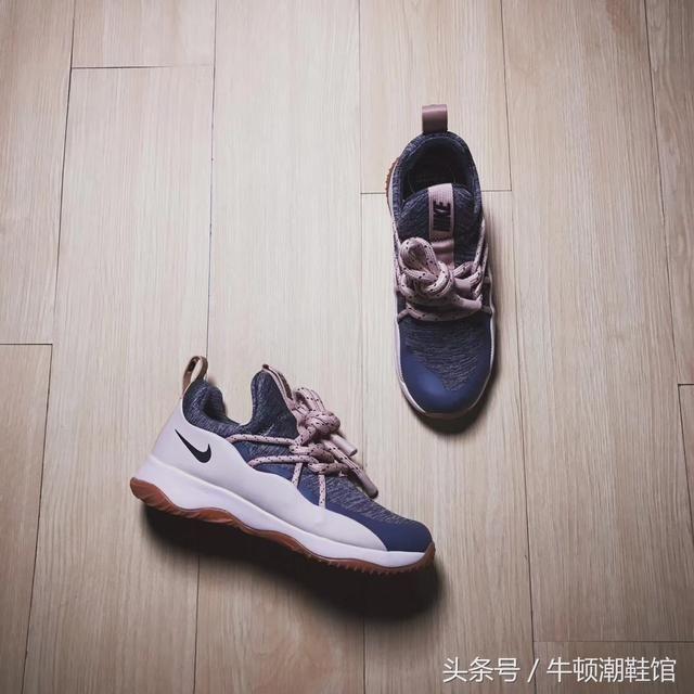 区别于传统的系鞋带的方式,该款的加粗绑带设计使得鞋带的系法具有更