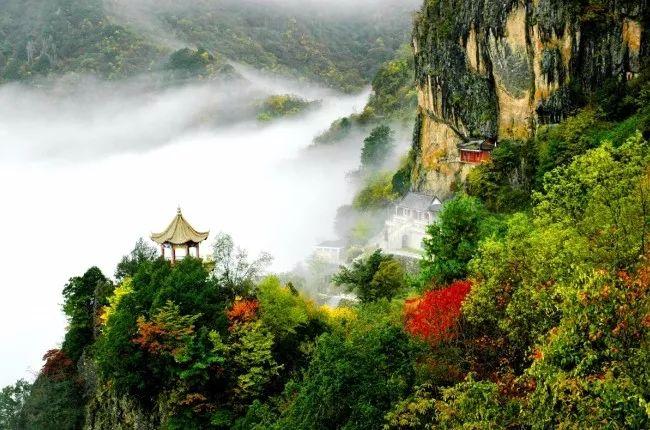 美景:瀛湖,香溪洞,擂鼓台,南宫山,瀛湖风景区,千家坪森林公园等 美食
