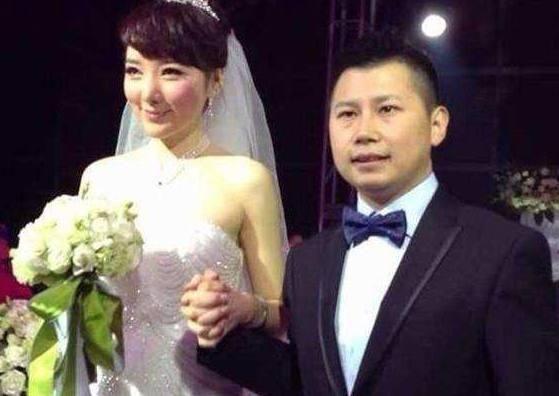 何云伟和月月_是因为何云伟在婚内发生了不好的事情,与一名叫月月的女子走在了一起.