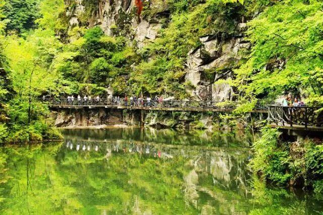 天书峡景区位于陕西省安康市平利县八仙镇境内的千家坪国家森林公园
