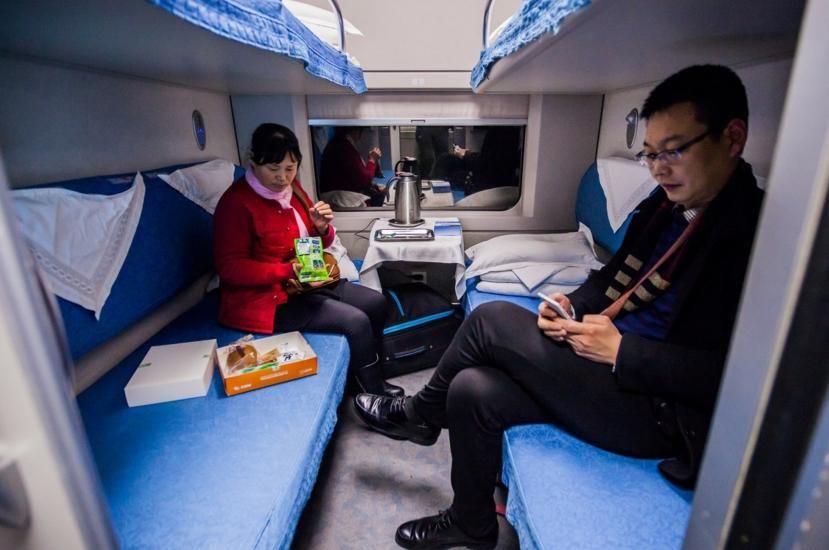 乘坐火车卧铺时,你遇到过哪些好玩的事儿?这几张图,你