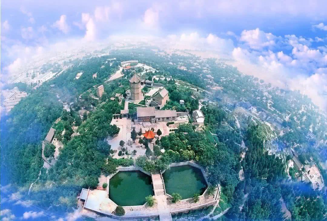 燕子山原始生态旅游风景区是国家森林公园和自然保护区,位于三门峡