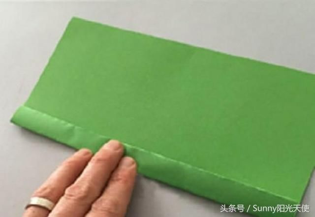 幼儿园手工卷纸筒与彩纸,做出可爱毛毛虫与风信子(附教程)