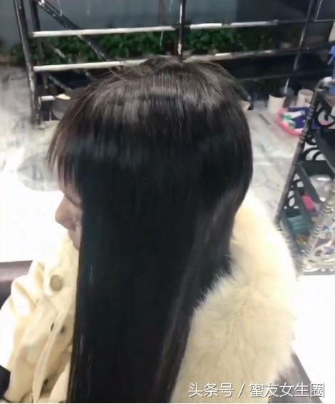 刚开始理发师要给小女孩接发的时候,就觉得女孩短发接长发肯定好看图片