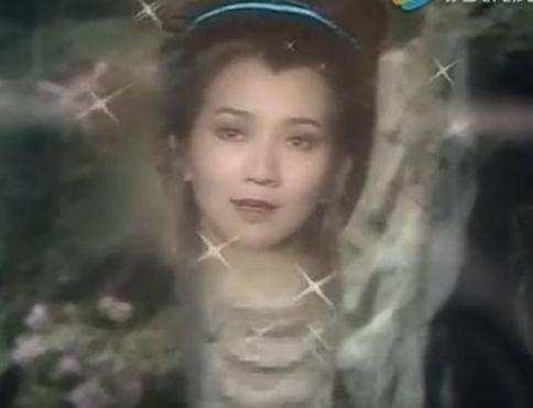 小时候看的爱情神剧《新白娘子传奇》中的白蛇,同样使用到特效.