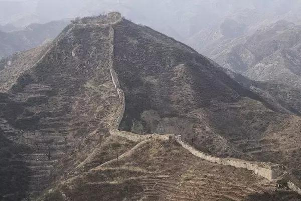 位于河北省涿鹿县马水村, 是涿鹿县境内明长城保存最好的一段.
