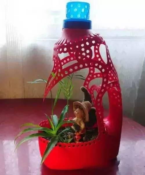 制作过程: 1 pvc管改花盆2 牛奶饮料盒,椰子壳3 鱼缸玻璃花盆4 自动