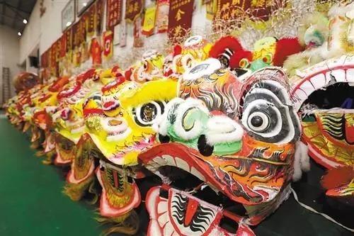 传统上醒狮狮头一般分为佛山装狮和鹤山装狮,造型上又分文狮和武狮多