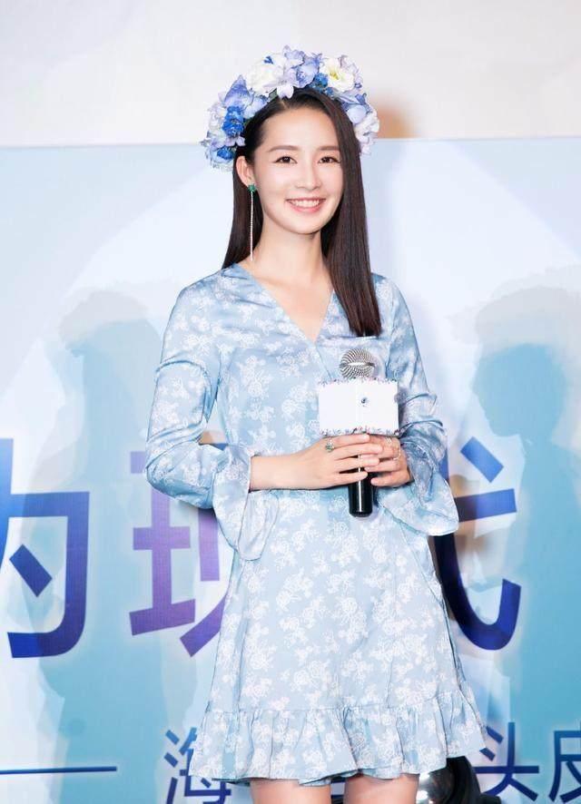 盘点女星戴花环:刘亦菲最仙,赵丽颖最可爱,她却美的那么脱俗