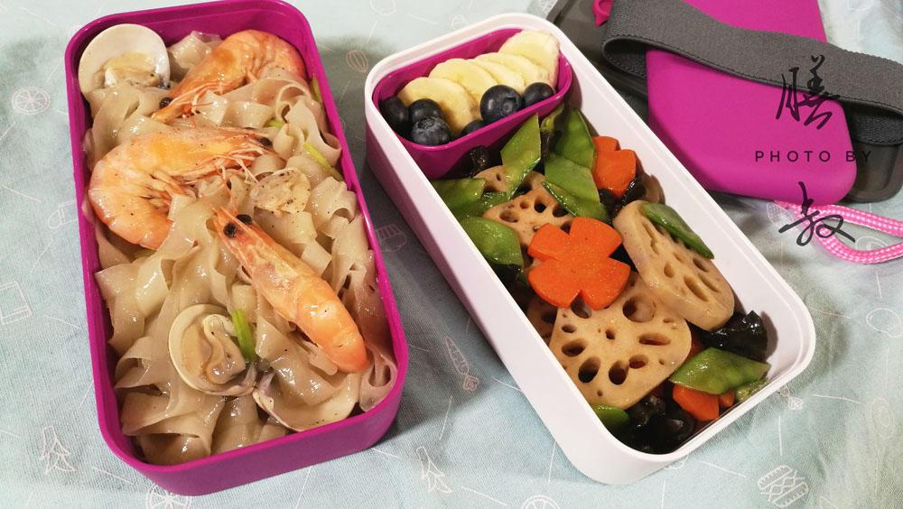 幼儿园营养午餐图片面条