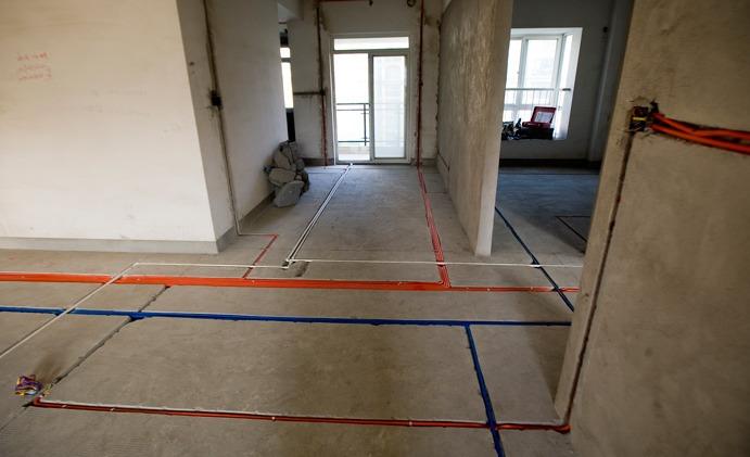 一,安全至上 电路走线要放弃在地面开槽走管线的方案,因为开槽施工会