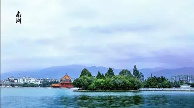 """让我想起""""采菊东篱下,悠然见南山""""; 有人说,这里这里是一幅画,蓝天"""