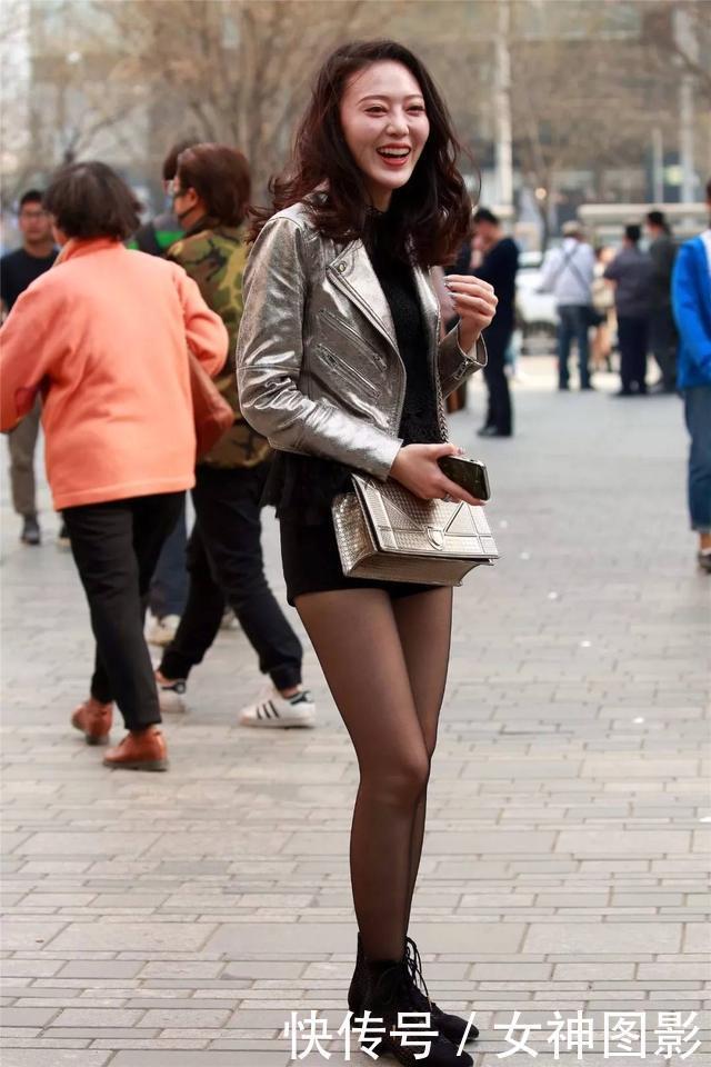 中年色情丝袜_皮衣,紧身衣,黑色丝袜,这种穿着让中年女人,优雅又性感!