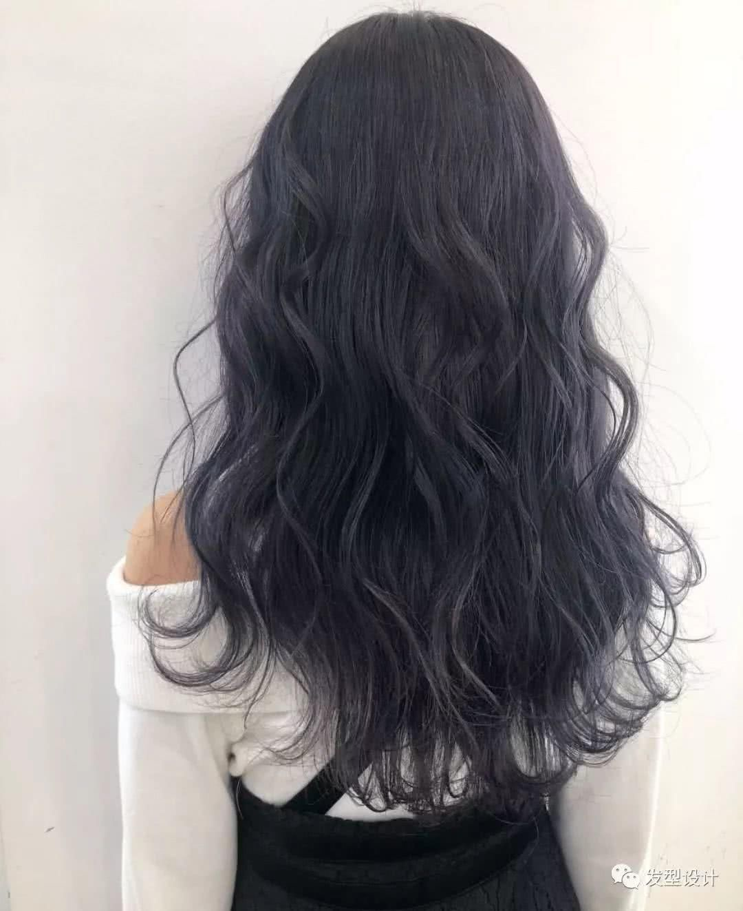 一样望去就给人十分温婉,大方感觉的长发纹理烫发型是让你快速提升图片