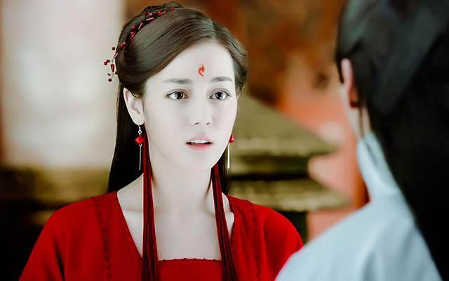 迪丽热巴的凤九妆,赵丽颖的妖神妆,都不及她的一半美