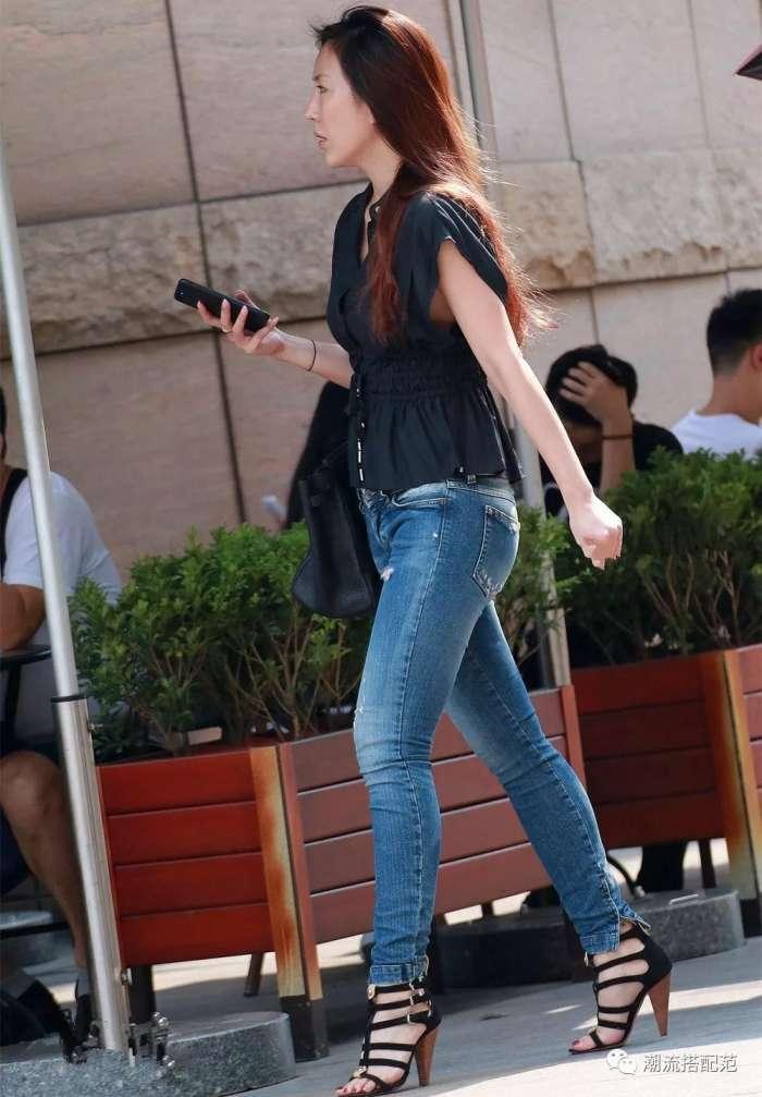 街拍: 身材丰腴的紧身牛仔裤美女, 摇曳生姿, 秀色可餐