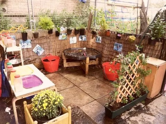 对于户外没有足够种植区域的幼儿园,我们也可以用这种方式来体现种植