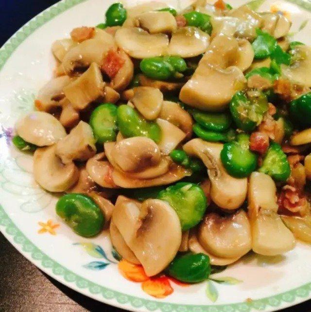 香菇炒肉馅蘑菇蒸蚕豆图片