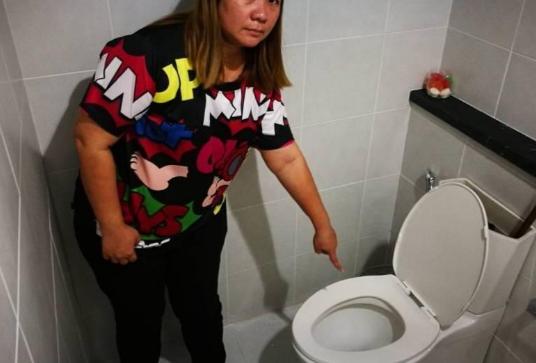 自拍自偷厕所_刚才我在网吧上网,趁别人上厕所偷了包钻石的烟,现在好后悔我该怎么办