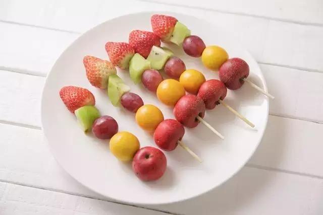 同样的方法可以制作其他水果糖葫芦哦