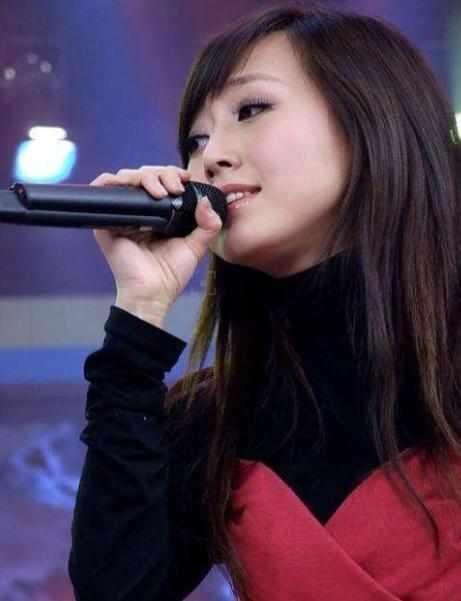 作为他的女儿当然也不少被关注,潘阳是一名演员,不过潘阳很早就嫁入了