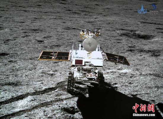 合作项目中,双方研制了两台低频射电探测仪.