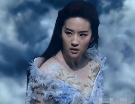 《三生三世》刘亦菲有9套衣服,前8套影楼风太强,图9才有白浅风范