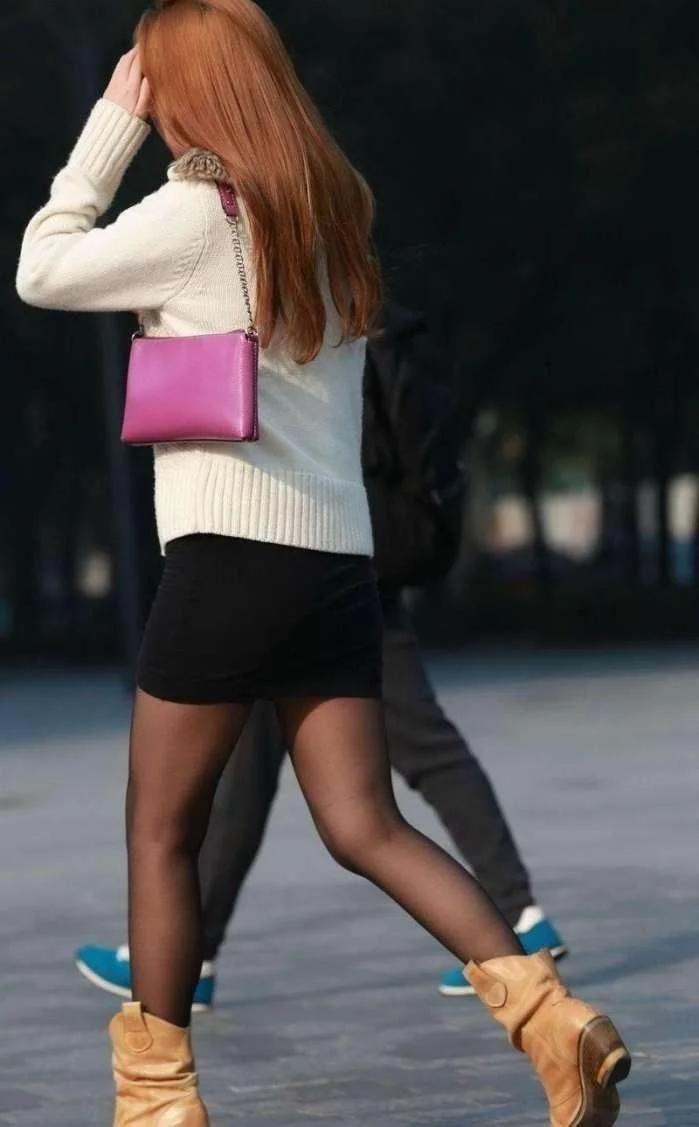 东北少妇b图_街拍:墨绿吊带裙极品少妇,这样的美女估计东北大汉都扛不住吧!