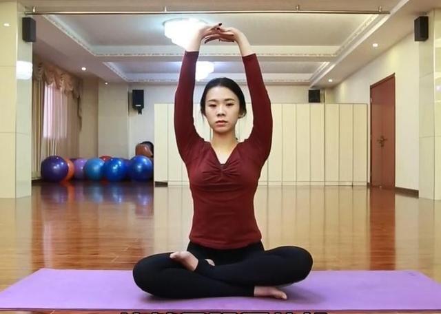 瑜伽体式精讲(四十二):脖颈拉伸,改善肩颈状态,消除颈椎疾病图片