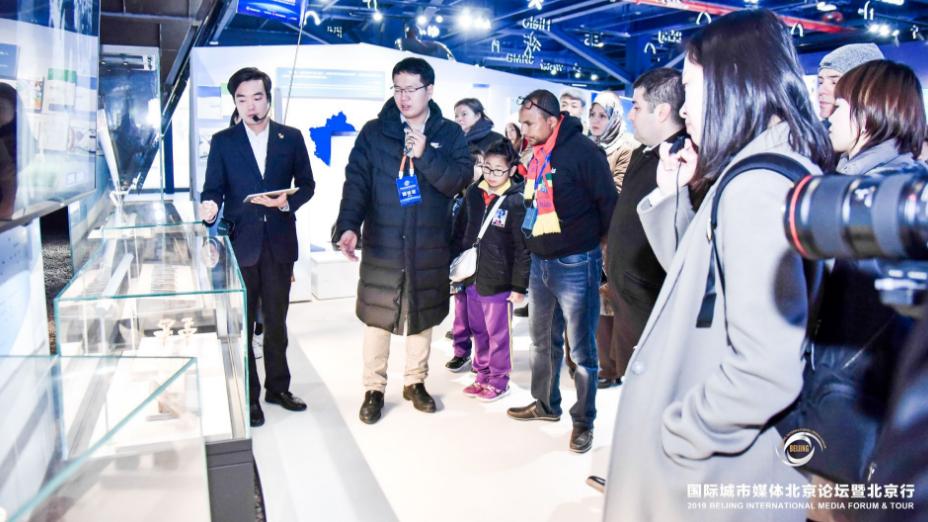 2019国际城市媒体北京论坛受邀外宾参观北京冬奥会和冬残奥会展示中心