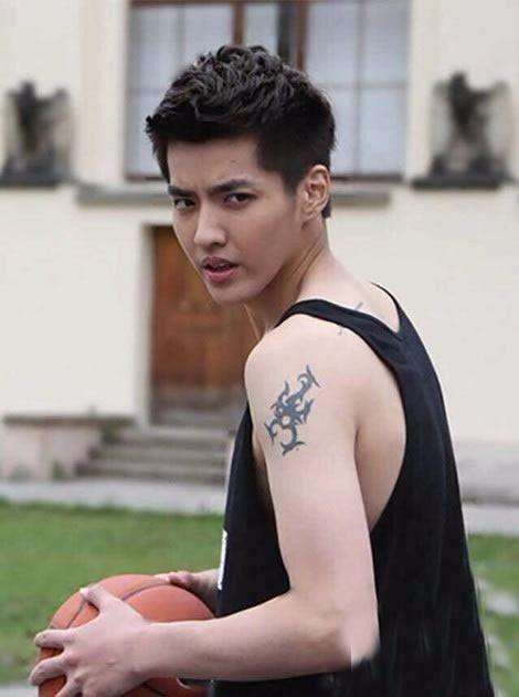 还有陈伟霆的纹身,他算是娱乐圈中喜欢纹身的几个明星之一了,据说全身图片