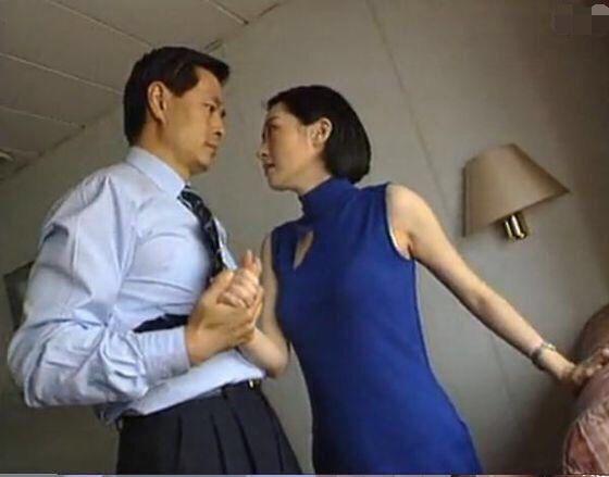 这是1998年的《来来往往》剧照,许晴演濮存昕的情人林珠.图片