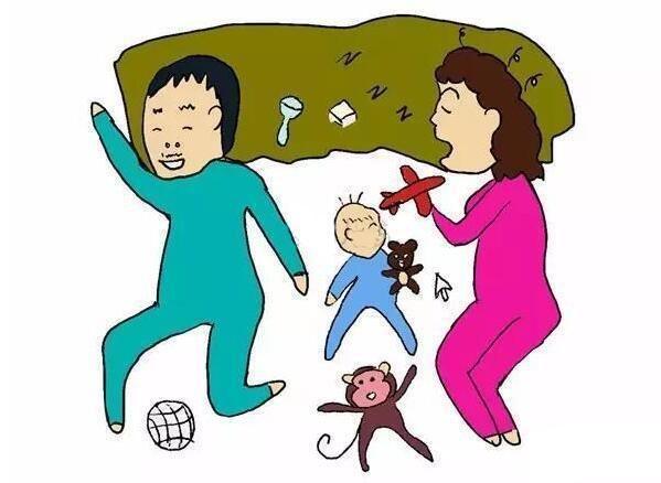 只是希望孩子独立些 这类孩子睡觉的动作很少,爸爸妈妈经常背对着宝宝