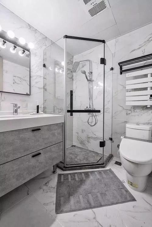 单独淋浴室干湿分离,灰色大理石空间,卫生间设计很有质感.