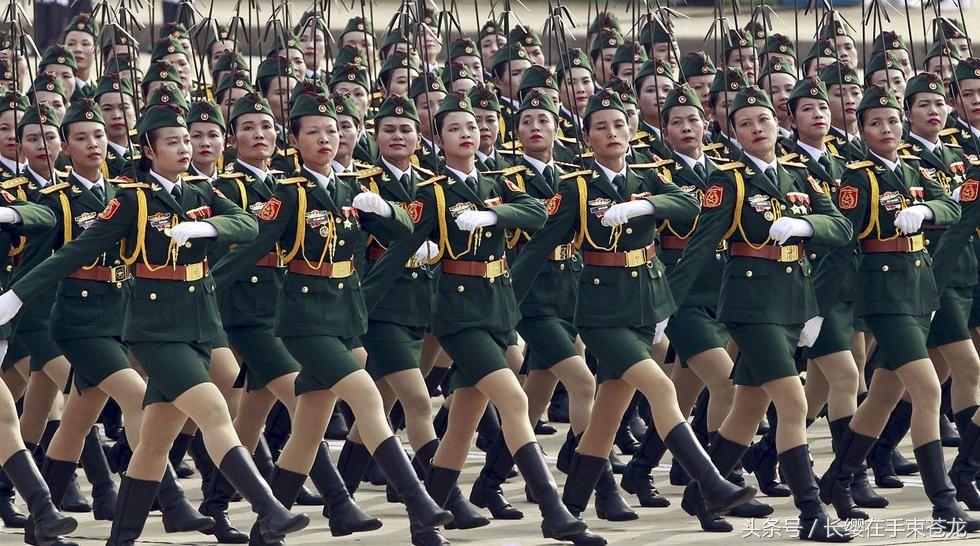 越南阅兵式特种兵手持新型步枪受阅