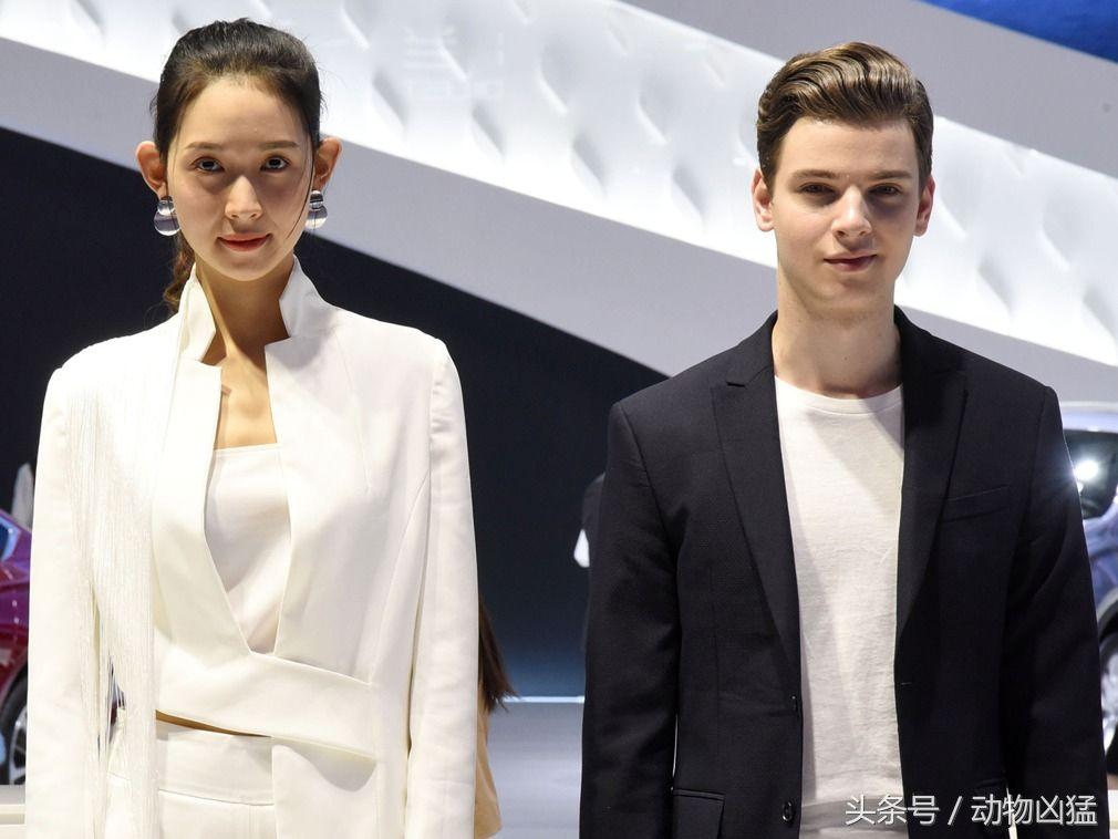 在本届北京国际外籍排气上的男模引导员,改装帅气的汽车礼仪.宝马3系还有展览低扭图片