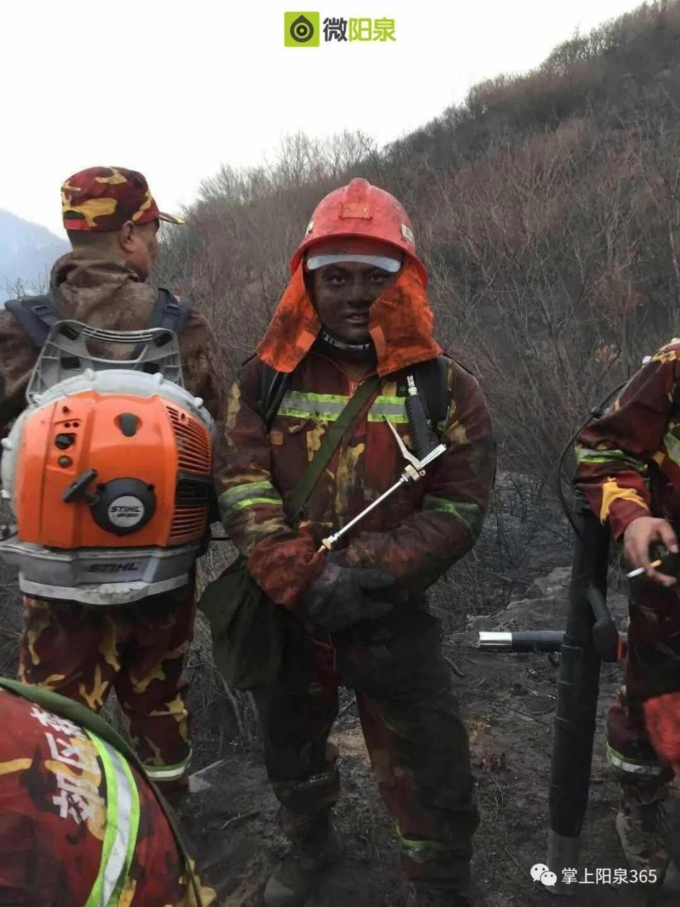 阳泉狮脑山突发火情!森林消防员急赴现场