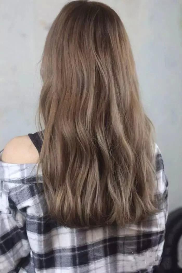 编织烫 编制烫是很新颖的烫发手法, 手法是把一绺头发烫成卷发, 另一图片