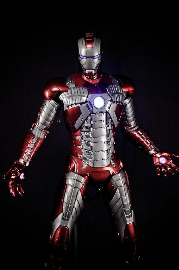 钢铁侠的手提箱装甲,大败反派鞭索的马克5号